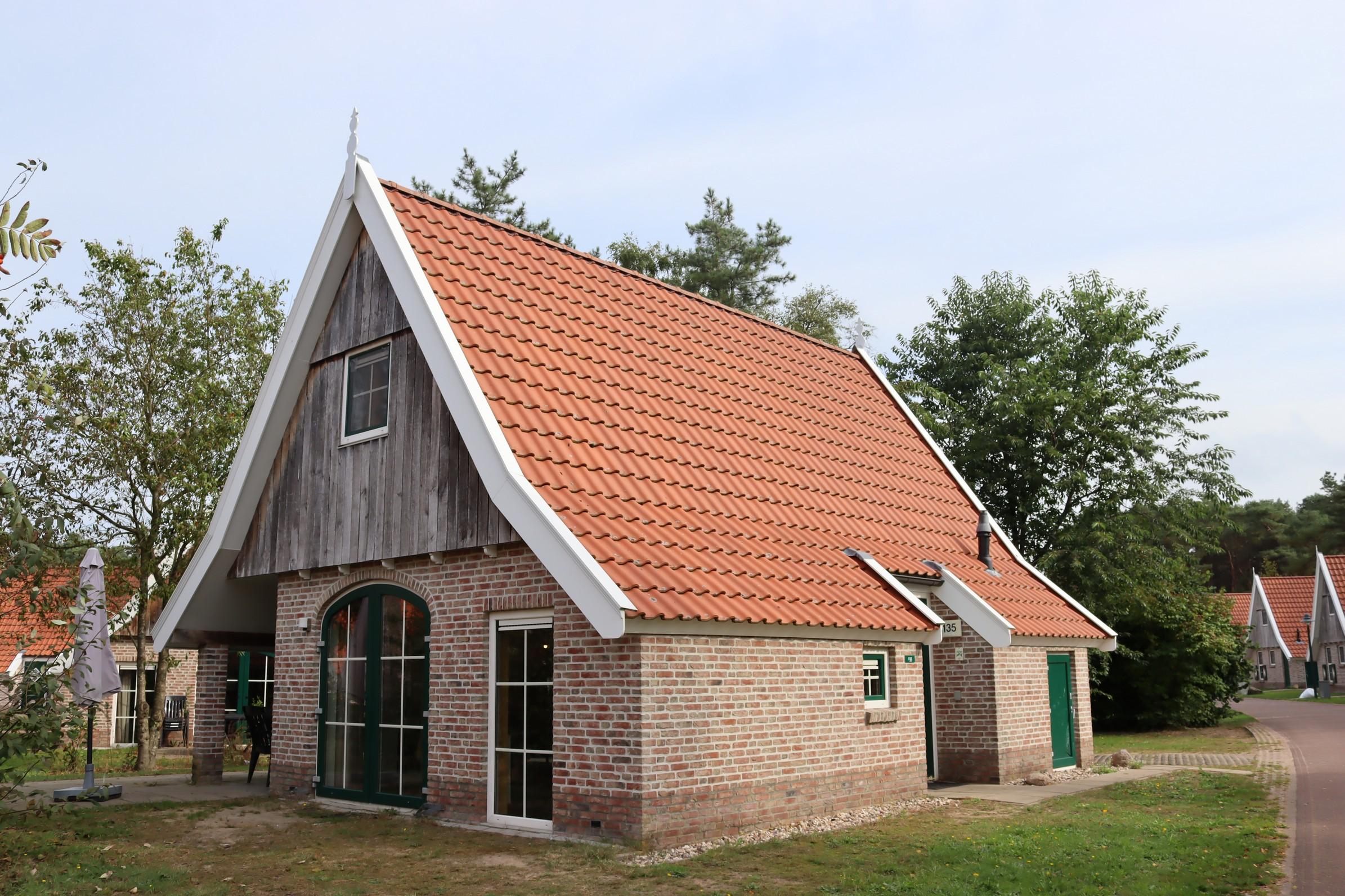 1. Recreatiewoning nr. 135 4-persoons Landal Landgoed De Hellendoornse Berg